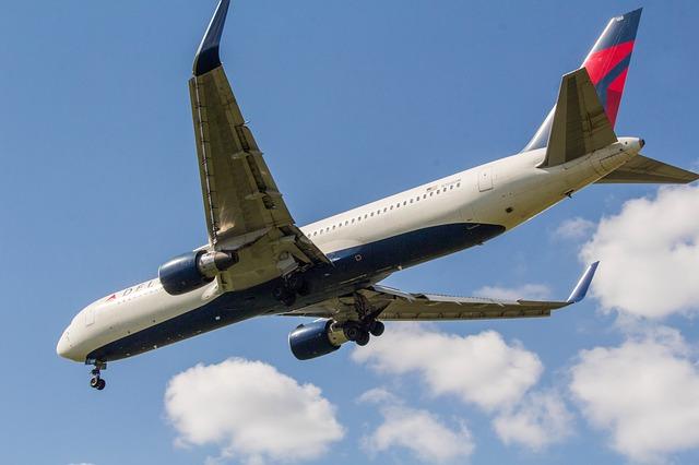 airplane-3262726_640